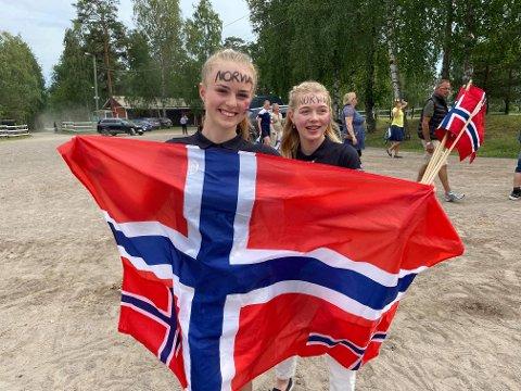 Sprangrytterne Vilja Lyngseth Gruben (t.h.) og Ingrid Sandhei Bjørklund hevder seg i Nordisk mesterskap.