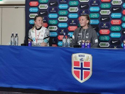 Lisa-Marie K. Utland på pressekonferansen etter kampen mot Armenia. Hun scoret sitt andre hat trick på landslaget. Foto: Trond Isaksen