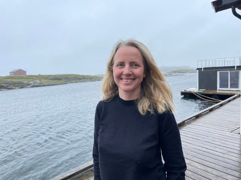 Stine Margrethe Svanevik (44) takket ja til jobben som daglig leder i selskapet Olaisen Blue og med seg til Lovund hadde hun sin franske mann og sine to sønner.