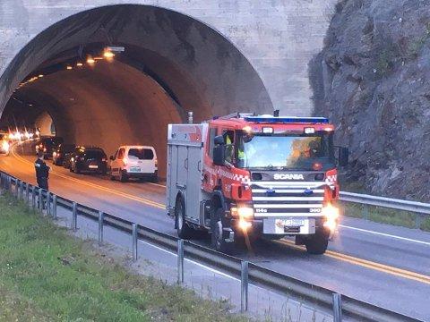 Ulykken skjedde i Skarpsnotunnelen i Moelv i 18.30-tiden. Foto: Jan Rune Bakkelund.