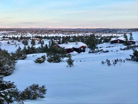 Julekort: Kristian Øverbø sender julebrev til Pihl. Her julekortmotiv mot Kroksjøen og Kuåsen.