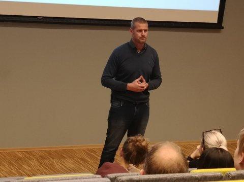 Morten Heierdal har sjøl vært tung bruker av doping, men jobber nå for Antidoping Norge og torsdag holdt han foredrag i Brumunddal.
