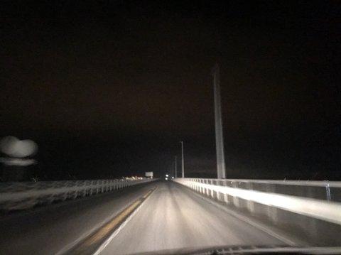 Fra og med torsdag kveld skal lysene på Mjøsbrua igjen være i orden.