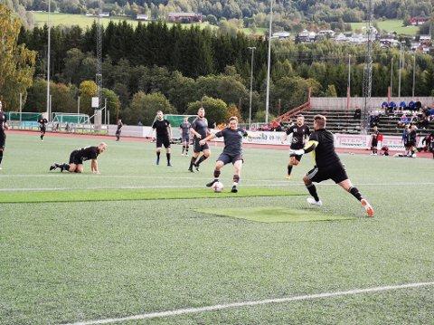 Her scorer Gaute Granmo sitt første mål for helga da Ringerike ble slått 2-0 i NM for fengsler på Sveum. Seinere på dagen scoret han for Furnes i 4. divisjon før han var tilbake i NM og scoret fire mål i morgentimene lørdag.