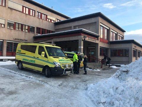Nødetatene rykket ut til stedet, og involverte personer ble tatt med til lege i Moelv.