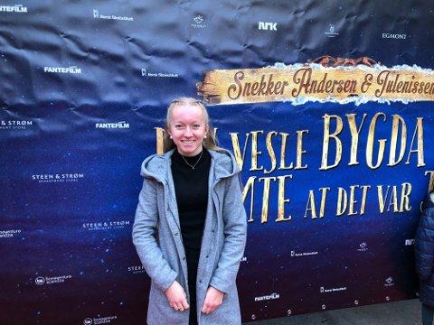 MODØL I JULEFILM: Thea Olsen fra Moelv har tatt steget inn i filmindustrien når hun i disse dager er å se som stuntsjåfør i «Snekker Andersen & Julenissen: Den vesle bygda som glømte at det var jul»