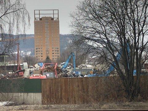 ULYKKE: Arbeidsulykken skal ha skjedd ved en trafostasjon ved Stensli Gjenvinning i Brumunddal.