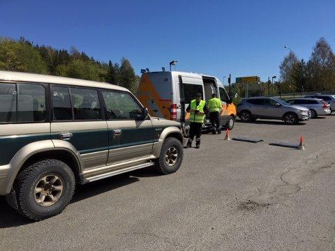 STORKONTROLL: Statens vegvesen og politiet gjennomførte tirsdag en storkontroll sør for Moelv. Kjøretøyene på bildet er ikke av de som ble utsatt for reaksjoner fra Vegvesenet eller politiet.
