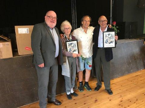 60: Inger Vangen og Odd Gude Dambuen ble tildelt diplom for 60 års medlemskap i Arbeiderpartiet av stortingsrepresentant Jan Bøhler. Til venstre på bildet er leder av Ringsaker Ap Willy Kroken.