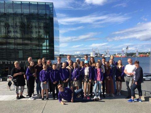 HURRA: Brøttum skolekorps utenfor Stavanger Konserthus etter andreplassen i NM for skolekorps brass.