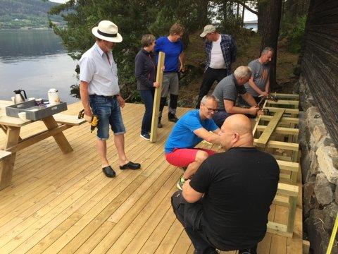 PLATTING: Rotary lager platting. Fra venstre Odd-Hermann Roel Børke, Kari Berg, Roy Grønvold, Øivind Vestheim, Dagfinn Larsen, Asle Skogstad, Odd Grønbakken og Sverre Simensen.