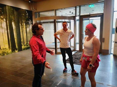 VIL HA REVANSJE: Asle Berteig utfordret Hilde Gjermundshaug Pedersen til revansje like etter målgang. Vinner Bård Venholen i midten.
