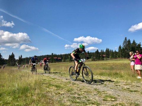 Ga alt: Ola Lierhagen tråkker til alt han kan mot mål i Sjusjørittet. Desverre for han ligger fire syklister rett foran han i løypa her.