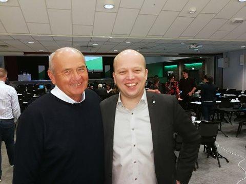 Leder: Tormod Skaare (til venstre) er valgt som leder i Ringsaker Senterparti. Her er han sammen med Senterpartiets leder nasjonalt, Trygve Magnus Slagsvold Vedum.