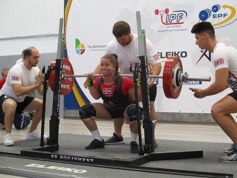 Vant: Monika Kvam vant gull. Her løfter hun i knebøy. Her fikk hun opp 192,5 kilo.