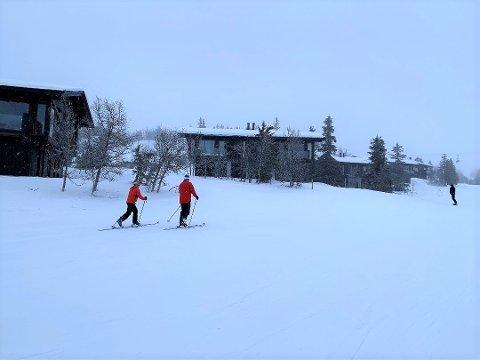 GIKK OPP: Senest lørdag var det flere som gikk opp alpinbakkene i Kvitfjell med toppturutstyr.
