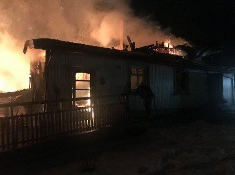 BRANN: Eneboligen på Rudshøgda brant ned til grunnen torsdag.