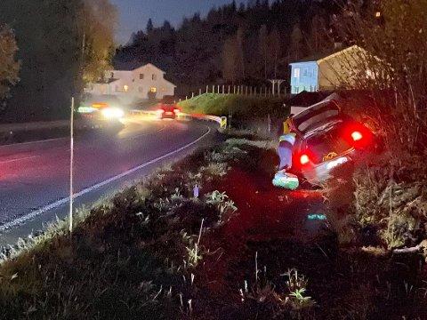 Kjørte av: Det gikk bra med de som satt i bilen etter utforkjøring på Brøttum torsdag. Det skjedde rett sør for Bergsengkrysset.