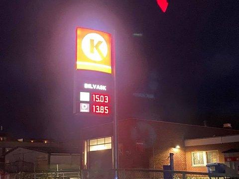 Brumunddal: Ikke superpriser, men kurant å fylle bensintanken mandag morgen.