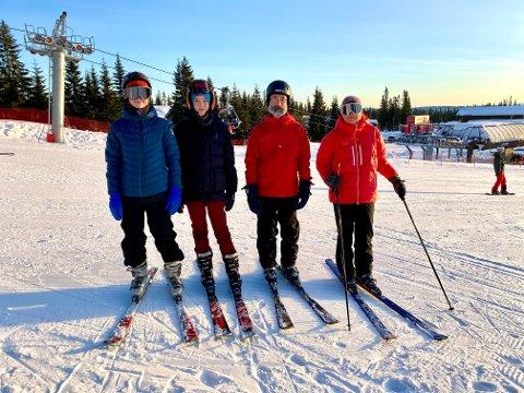 ANNERLEDES JULEFEIRING: Familien Høsøien med Olav (14), Ylva (22), Clas og Hege valgte å feire jul på hytta i år, i likhet med mange andre familier.