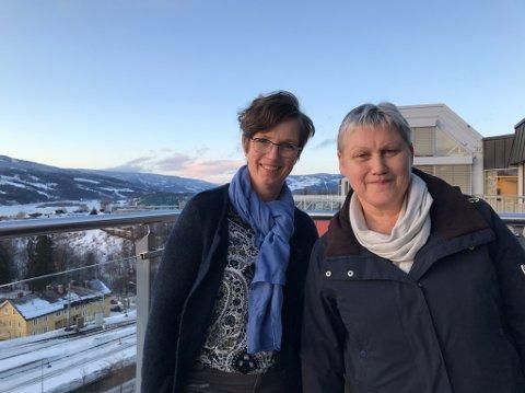ØKE KUNNSKAPEN: Rådgiver i Oppland Bondelag Astrid Simengård og daglig leder i Norsk Landbruksrådgivning Signe Opsahl mener det er viktig å øke kunnskapen om psykisk helse i landbruket.