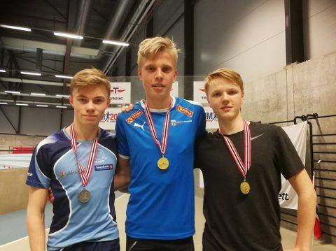 SUPERHELG: Andreas Grimerud (midten) hadde en vanvittig god helg i UM og hanket inn to gullmedaljer individuelt og en bronsemedalje i stafett.