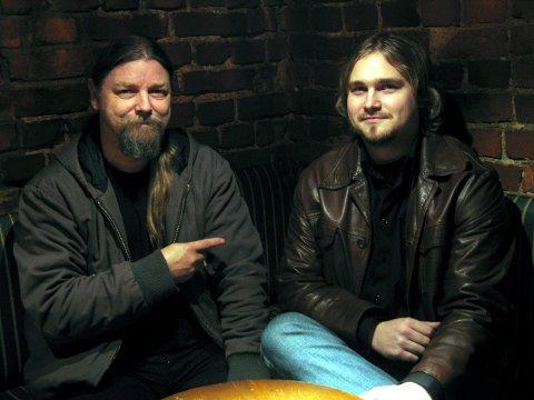 BRØDRE I MUSIKKEN: For en del år siden møttes to generasjoner musikere i countrymusikken da Bror Skog og Svein Morten Haakonsen begynte å spille sammen.