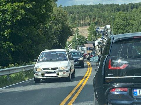 KØER: Det meldes om kø tilbake til Mjøskroa i Moelv tirsdag ettermiddag.
