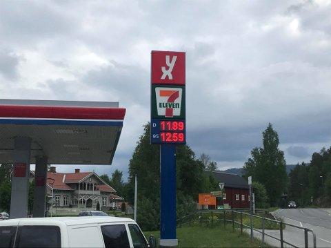 Billig: På bensinstasjonene i Moelv var det svært gode priser fredag morgen.