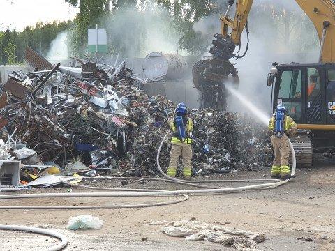 Brann i søppel: Mannskapene fikk tidlig kontroll over brannen på avfallsanlegget på Gålås.