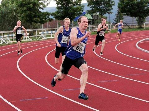 Raske: Carl Emil Kåshagen og Håvard Bentdal Ingvaldsen mot oppløpet på 200 meter. De ble nummer 1 og 2.