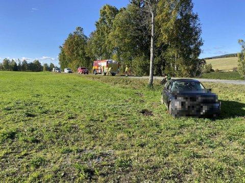 TRAFIKKULYKKE: En bil kjørte av Åshøgdvegen på Åshøgda.