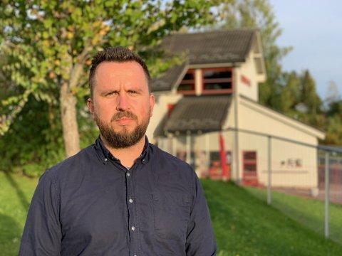 Kim Marius Heen bor i Lismarka og føler at de tvinges til å flytte dersom skolen legges ned og at det er mange familier og aleneforsørgende som har kontaktet ham med samme bekymring.