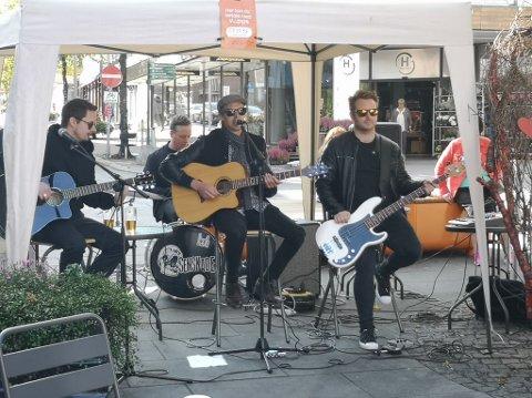 ENDELIG TILBAKE: Pønkbandet Senskade hadde fram til lørdag ikke spilt en eneste konsert i 2020 og effekten av deltakelsen på Norske Talenter ble sånn sett meget tynt for kvartetten. Lørdag spilte de akustisk på Kaffka på Gjøvik.