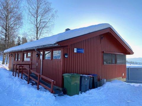 Brøttum Tannklinikk: Dagens tannlegekontor på Brøttum ble bygget og stod ferdig i 1973.  Den står i fare for å bli lagt ned og brøtningene samt elever fra bygdene rundt må reise til behandling på Lillehammer eller Moelv.
