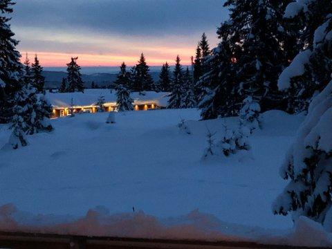 Hyttelys: Velforeningen på Bjønnåsen advarer mot overdreven bruk av lys når det kommer strøm til deres hytteområder.