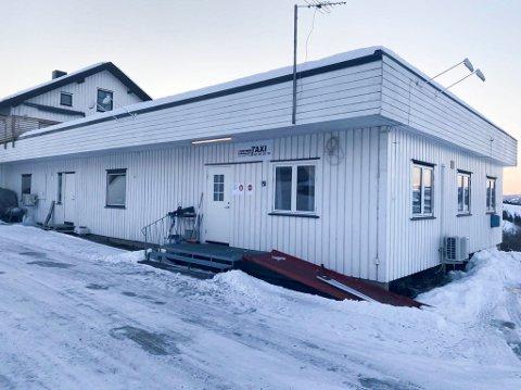 RAMMET: Tre sjåfører ved Brøttum Taxi har fått påvist smitte av koronaviruset.