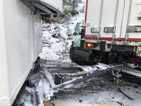 KOLLIDERTE: På glatt føre kolliderte varebilen med en lastebil i oktober i 2019. Rørleggerlærlingen Zaynulla Salim var på veg til en jobb på ei hytte i Valdres.