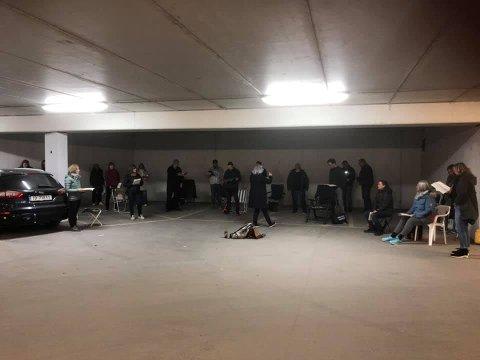 Korøvelse: Solheimkoret hadde korøvelse i parkeringshuset på Mølla denne uka.