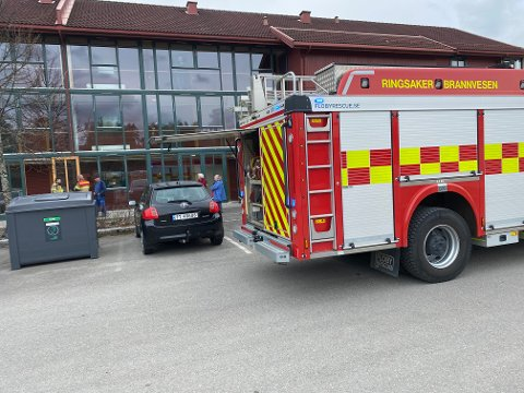 RYKKET UT: Brannvesenet var tirsdag ettermiddag på plass på Buttekvern i Brumunddal.