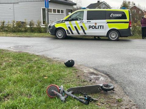 Kolliderte: En gutt på el-sparkesykkel kolliderte med en bil.