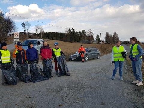 Tok tak: Hågen Sylling Fjellstad (fra venstre), Jonas S. Disen, Emil Ødegård Knutsen, Trine Aspelund, Viktor S. Aasen, Tor Ivar Disen, Kaja Olsen og Sina Sylling Fjellstad