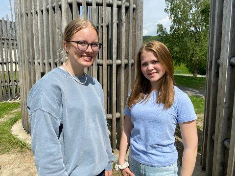 LÆRERE: Julie Skjelseth og Dina Maria Øverby er denne uke i PRYO på Mørkved skole.
