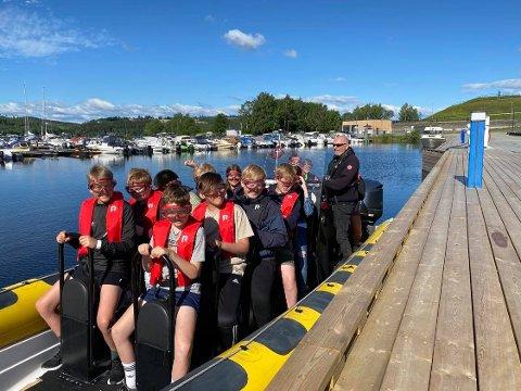 Ribbtur: 50 elever fra Gaupen og Nes ble kjørt med ribb ut til Helgøya.