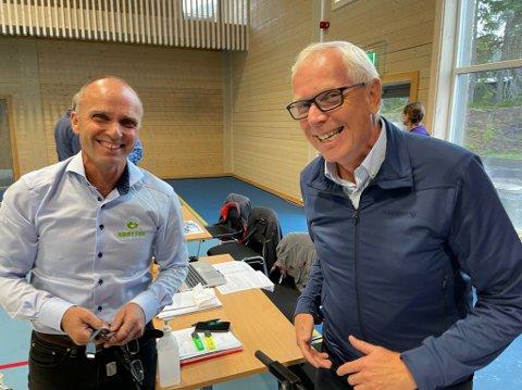SMILER: Leder i Sjusjøen vel, Erik Alver (t.h.), smilte sammen med Jan Tore Hemma, bestyrer i Brøttum almenning. Han er ikke like fornøyd med viljen til å bidra til løypekjøring blant alle aktørene på Sjusjøen.