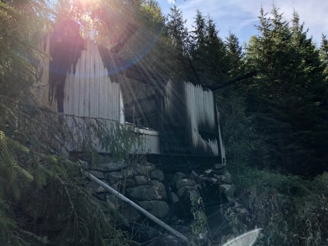 TOTALSKADD: Huset i Brumunddal fikk store skader i brannen.