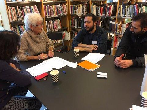 Deltakerne på språktreffet hadde mye å snakke om. På norsk.