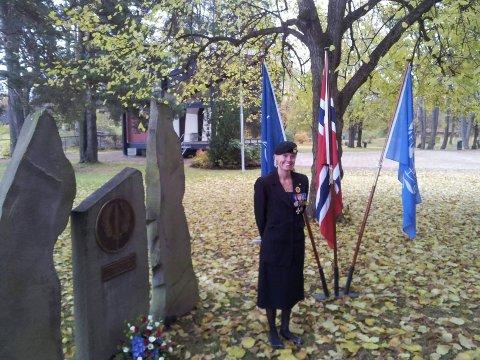 Menig Heidi Johnsen Brudal har tjenestegjort i Kosovo to ganger. Mandag ettermiddag holder hun appell i Søndre park.