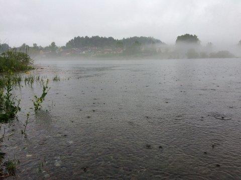 Meteorologene har sendt ut varsel om ekstremvær i kveld og natt. Det kan komme svært store mengder regn på kort tid.