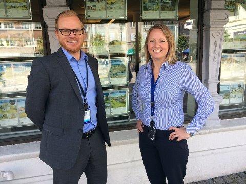 Stedfortredende administrerende banksjef Bjørn Rune Rindal og banksjef økonomi og finans Andrea Hatlinghus Søfting er godt fornøyde med første halvår 2016.